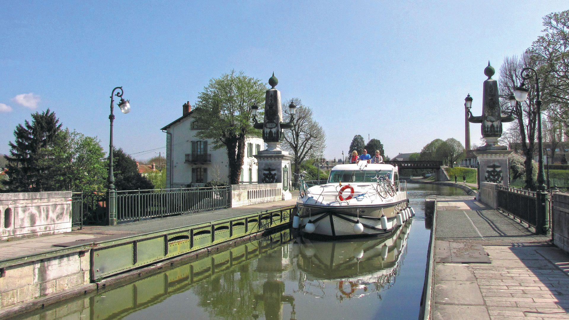 Boating holidays on French canals waterways French Leave